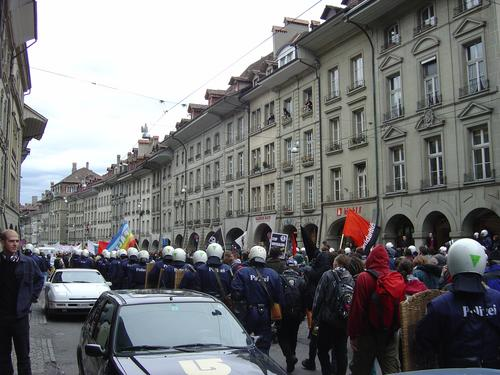 kramgasse: lots of cops